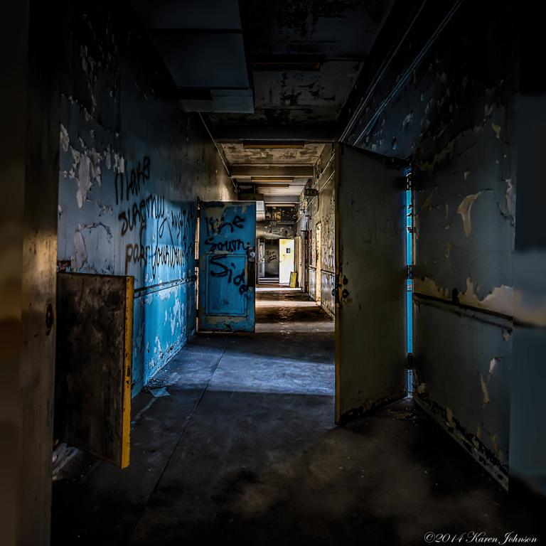 pennhurst-hallway-2lr.jpg